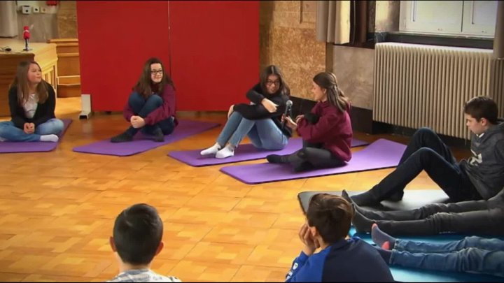 Stress-Less-at-lycée-reportage-RTL-2017-version F